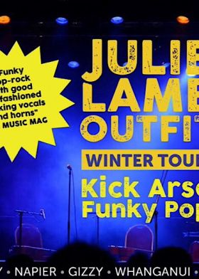 Julie Lamb - Outfit Winter Tour