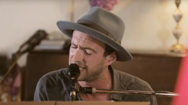Caught Live: Finn Andrews Plays 'One By The Venom' For RNZ