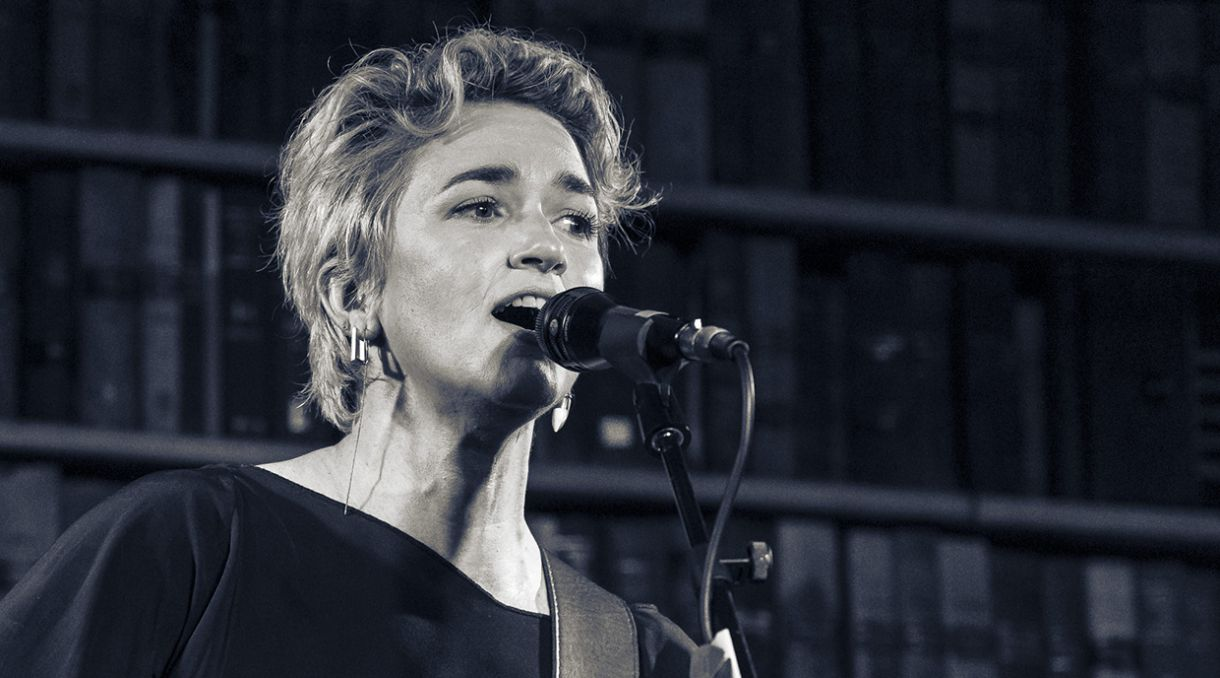Live Photos: Julia Deans Mini-Mini Solo Sojourn - Meow, Wellington