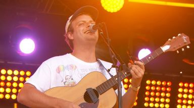 Caught Live: Mac DeMarco Plays 'Nobody' + 'Finally Alone' On Jimmy Kimmel Live