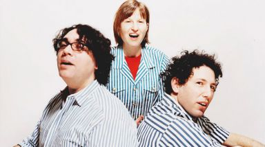 Video: Yo La Tengo - Friday I'm In Love (The Cure Cover)