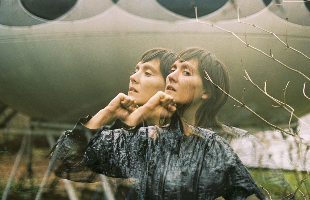 California-based Welsh-born songstress Cate Le Bon will be making her debut appearance on New Zealand soil in October. The psych-folk artist will be coming with a full band in tow to deliver songs from her recently released album Crab Day, which she... <span class='readMoreLink'><a href='/news/11547/Cate-Le-Bon-Announces-Auckland-Show-For-October.utr'>&mdash;more</a></span>