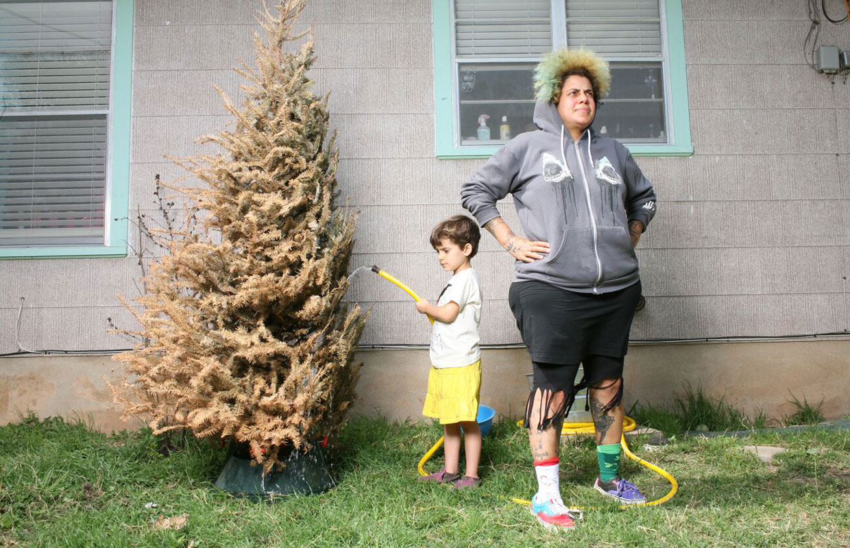 Seattle-based songstress Kimya Dawson has announced two New Zealand shows for September. The folk-punk artist, who is also one half of duo The Moldy Peaches, was last on these shores in 2008 to play in Wellington and Auckland, where she will be returning... <span class='readMoreLink'><a href='/news/11418/Kimya-Dawson-Returning-To-New-Zealand-For-Two-Shows.utr'>&mdash;more</a></span>