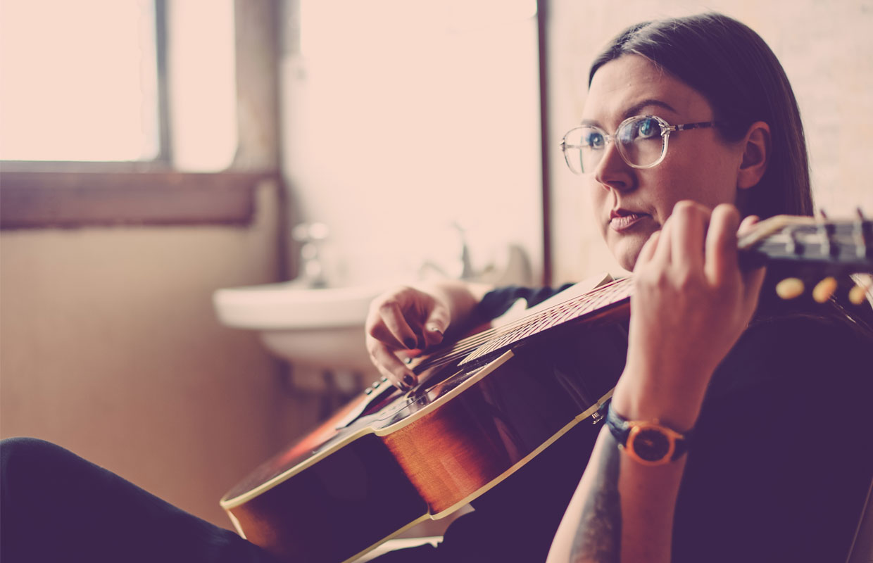 Fresh from a successful tour of Europe and the UK, alt-folk artist Nadia Reid has announced a five-date tour of New Zealand and is sharing the gorgeous new video for 'Reaching Through' - a song lifted from her much heralded debut... <span class='readMoreLink'><a href='/news/11763/Nadia-Reid-Premieres-New-Video-And-Announces-Nationwide-Tour.utr'>&mdash;more</a></span>