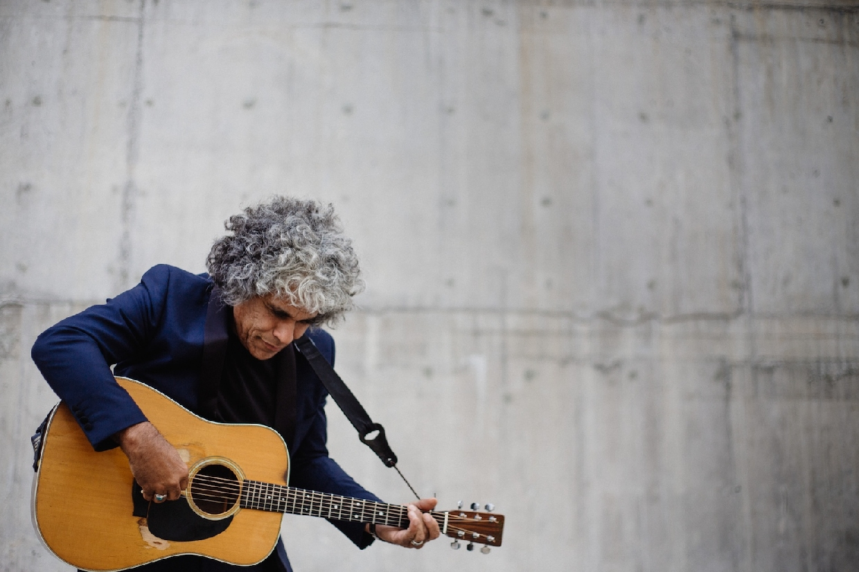 Paul Ubana Jones - The Acoustic Soul Tour